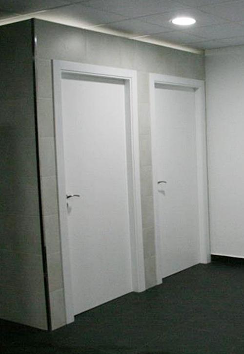 Taquillas en formica verde bancos y puertas para - Puertas lacadas en blanco ...