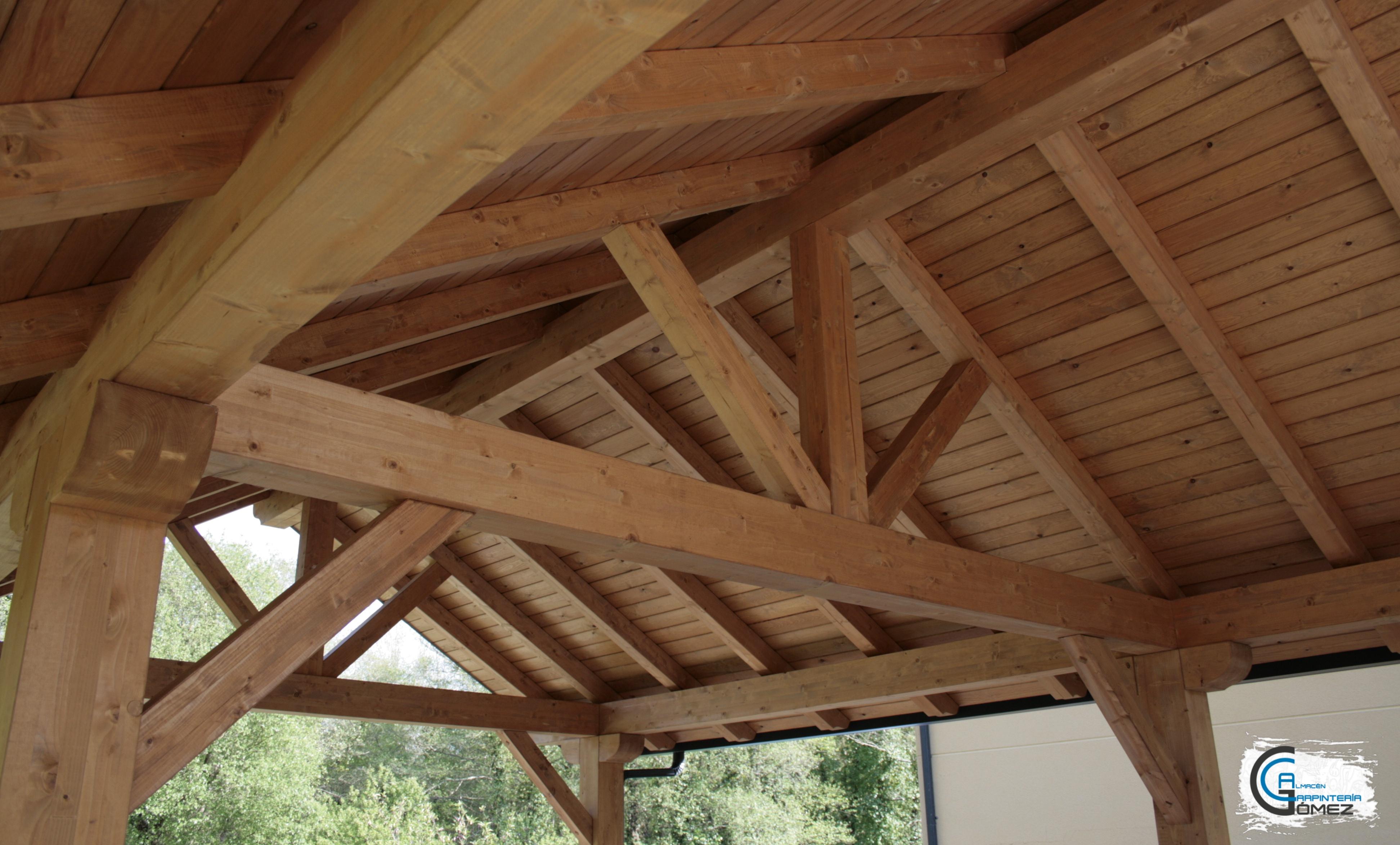 Porche en madera de pino laminada
